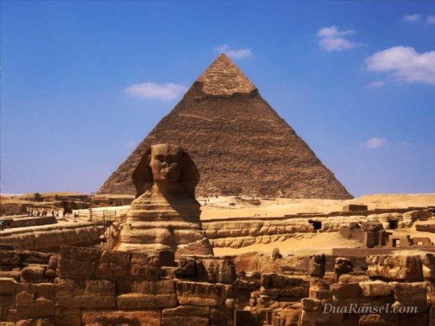 Mesir-Giza-Piramida-Khafre-dan-Sphinx