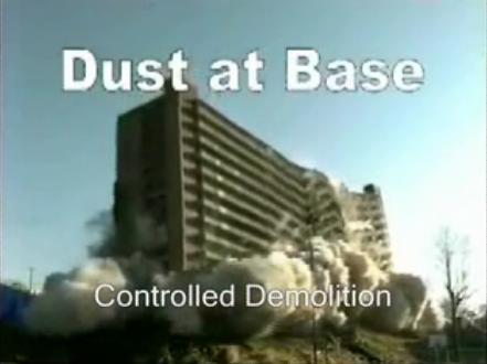 Tampak sebuah gedung yang dihancurkan oleh peledakan, terlihat lantai dasarnya yang penuh dengan debu akibat proses penghancuran (demolition) mirip dengan robohnya WTC-7